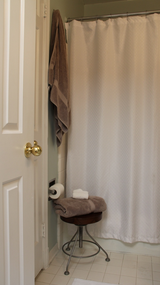 Bathroom Makeover Apartment before + after} my tiny bathroom makeover – apartment envy