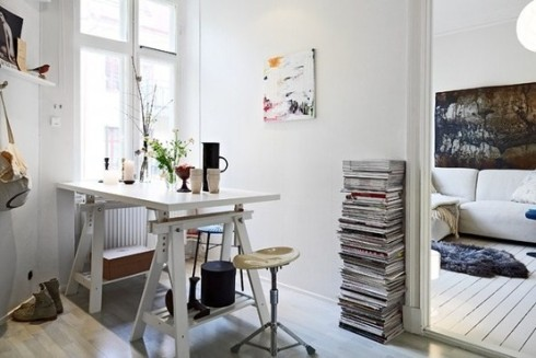 Pile-of-magazines.